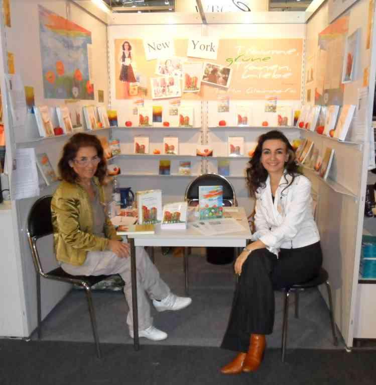 Tatin Giannaro an ihrem Stand Buchmesse 2010