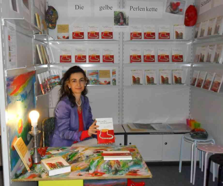 Tatin Giannaro an ihrem Stand Buchmesse 2011