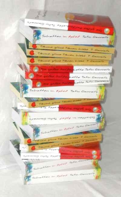 ein Stapel Bücher von Tatin Giannaro